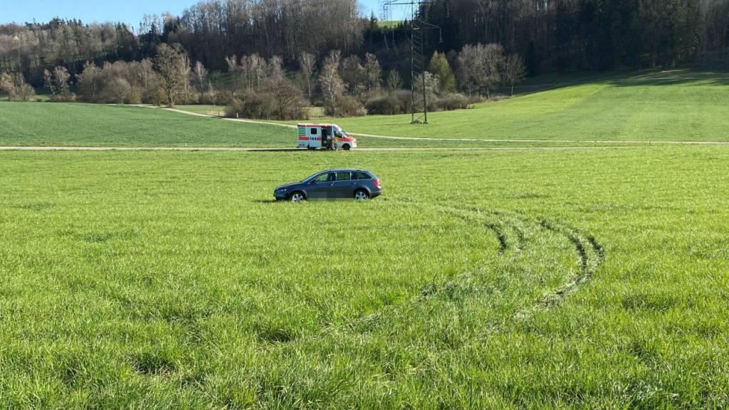 Autofahrer nickt an Steuer ein: Beifahrerin bei Unfall verletzt