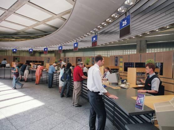 Die Quote der am Schalter verkauften SBB-Tickets ist um 18 Prozent auf noch zwölf Prozent gesunken.