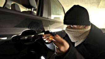 Der Autoknacker wurde von seinen Opfern auf frischer Tat ertappt. (Symbolbild).
