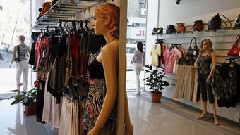 Die Täter erbeuteten Kleider im Wert von rund 30 000 Franken.