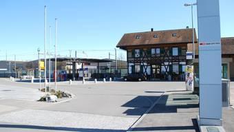 Teurer als budgetiert: Der Bahnhofplatz Sins wurde benutzerfreundlicher. (ES)