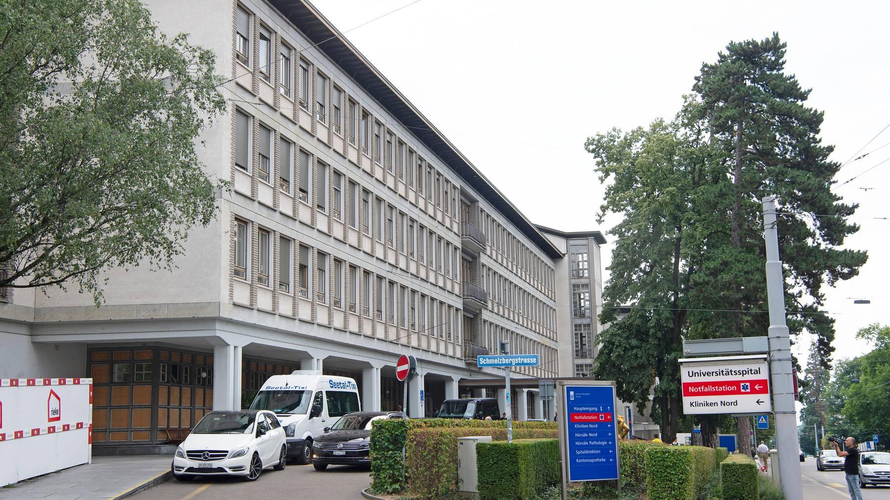 Corona-Leugner wollten ins Zürcher Universitätsspital eindringen. Doch es kam zu keinem gewaltsamen Versuch.