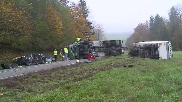 Grosse Trauer nach schwerem Verkehrsunfall bei Endingen