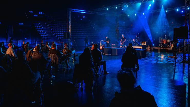 Der Basler Musiker spielte am Donnerstagabend in der St. Jakobshalle.