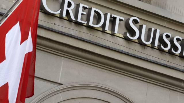 Die Grossbank Credit Suisse reicht die Negativzinsen weiter.