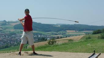Golfer und Hornusser gemeinsam auf dem Golfplatz Fricktal