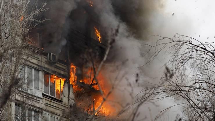 Als Ursache der Explosion in Wolgograd vermuten die Behörden einen Unfall oder unvorsichtigen Umgang mit Gas.