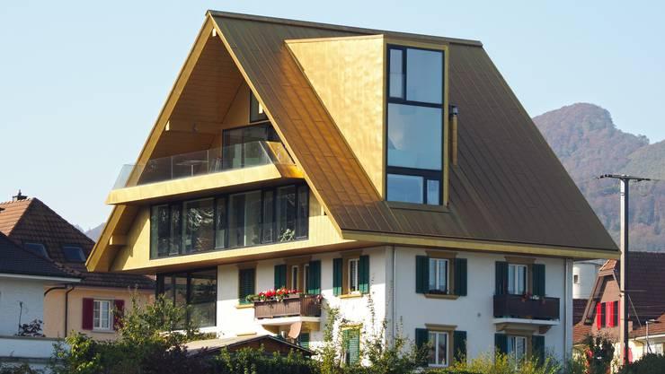 Im Mai 2015 verfügte das Bundesgericht, dass die zu grossen Lukarnen rückgebaut oder redimensioniert muss und das Goldene Dach so behandelt werden müsste, dass keine Blendwirkung mehr davon ausgeht.
