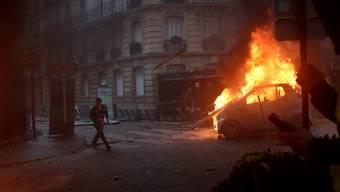 Zeitweise kam es in Frankreich zu wütenden Protesten wie hier im Pariser Zentrum.
