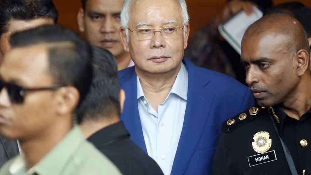 Der ehemalige malaysische Premier Razak soll im Skandal um den Staatsfonds 1MDB am Donnerstag erneut vor Gericht erscheinen. (Archivbild)