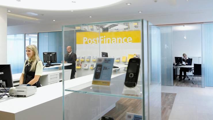 Mit dem neuen Gesamtarbeitsvertrag erhalten Angestellte der PostFinance bessere Arbeitsbedingungen.