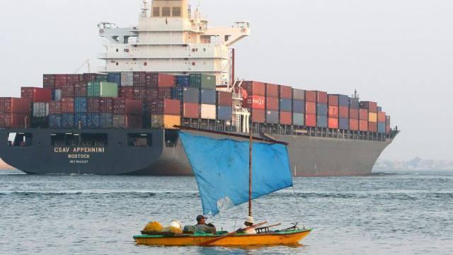 Ein Frachter auf dem Suezkanal bei Ismailia (Symbolbild)