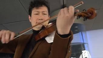 Daniel Dodds, künstlerischer Leiter der Festival Strings Lucerne, spielt auf der neuen alten Geige.