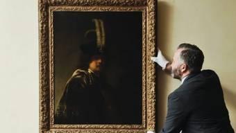 Curator of PiEin neu Rembrandt zugeordnetes Selbstporträt, im Besitz einer britischen Stiftung