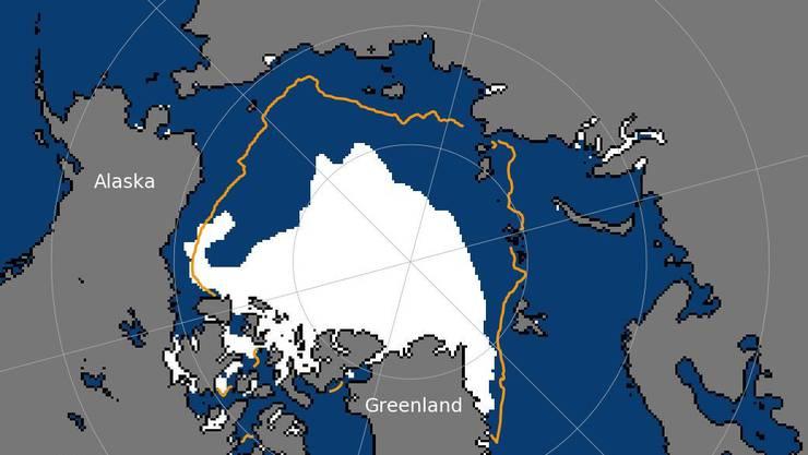 Die weisse Fläche ist der am 15. Juni 2020 noch bestehende Eisschild, die orange Linie bezeichnet die sommerliche Durchschnittsabdeckung an diesem Datum zwischen 1981 und 2010.