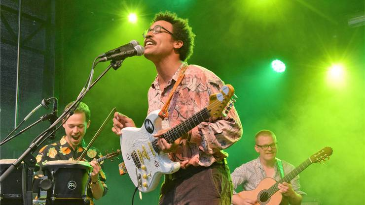 Frank Powers mit Frontmann Dino Brandão verzauberten die Zuhörer mit ihren Folk-Pop-Songs. Bild: Michael Hunziker