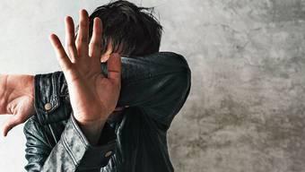 Gewalt gegen Männer ist seltener körperlich gefährlich, aber umso mehr psychisch zerstörerisch.