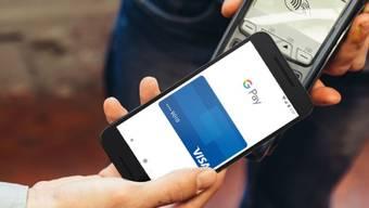 Handy statt Kreditkarte: Google Pay gibts jetzt auch in der Schweiz.