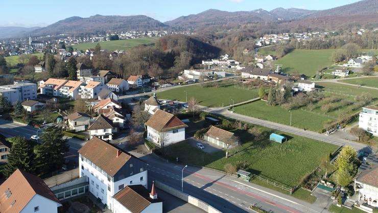 Die gekaufte Liegenschaft mit der Grundbuchnummer 395 liegt zwischen Rickenbacherhof (rechts unten) und der gut sichtbaren St.Laurentiuskapelle.