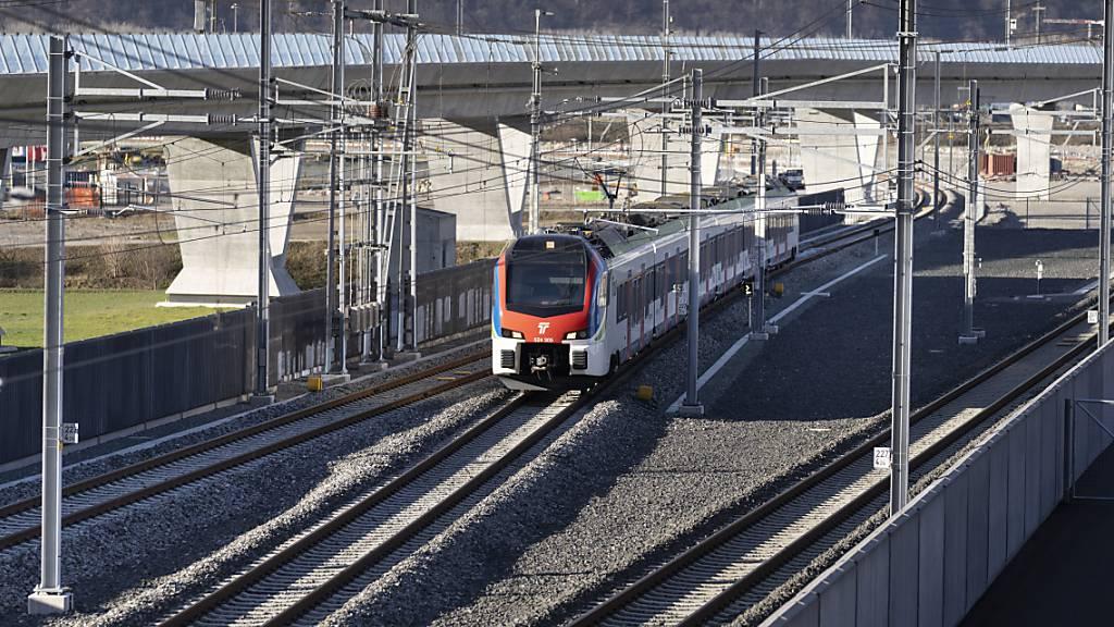 Nach einer Fahrzeugstörung eines SBB-Zugs im Gotthardtunnel sind am Sonntagabend rund 580 Personen evakuiert worden. (Symbolbild)