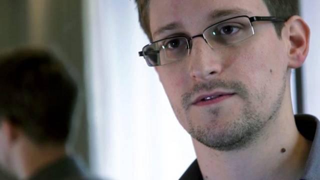 """Edward Snowden im Gespräch mit Journalisten vom """"Guardian"""""""