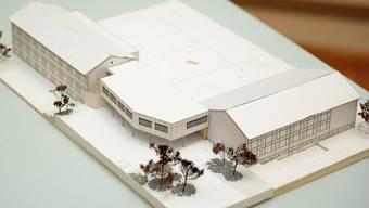 Der Erweiterungsbau (Mitte) der Schulanlage Aemmert im Modell.