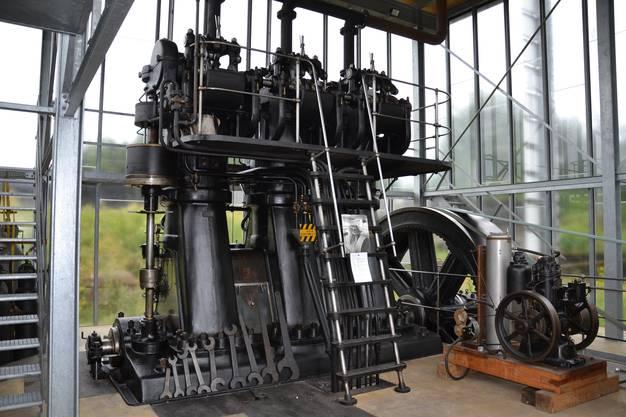 Rund um die Wasserkraftanlage in Luterbach entstand nach und nach ein Energiemuseum, das die Wanderer besuchten. Dieser Sulzer-Dieselmotor stammt aus dem Jahr 1911 – aus der Pionierzeit des Dieselbaus also.