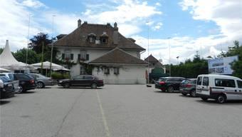 Die Erweiterung des Restaurants Kreuz entspricht mit Flachdach nicht den Vorschriften der Zone.