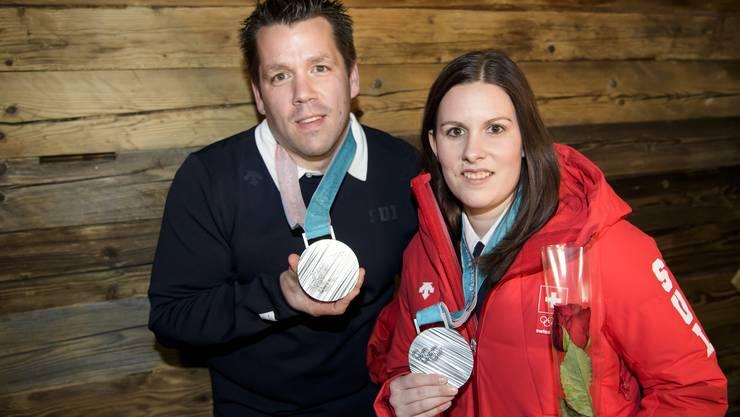 Jenny Perret und Martin Rios gehen auf dem Eis nicht zimperlich miteinander um. Auf den Erfolg des Duos, das einst auch privat ein Paar war, hat der raue Umgangston keinen Einfluss. Der Glarner und die Seeländerin gewannen bei der olympischen Premiere des Mixed-Curlings Silber und bescherten der Schweiz die erste Medaille an diesen Spielen.