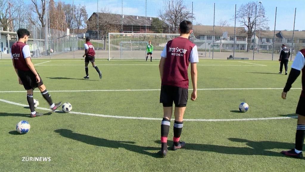 Fussball-Genuss bei den Junioren, Ungewissheit bei den Erwachsenen