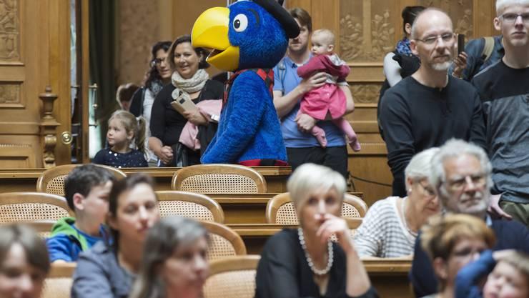 Globi war die Hauptattraktion am diesjährigen Familientag im Bundeshaus.