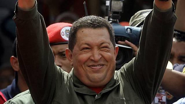 Hugo Chávez in Siegespose