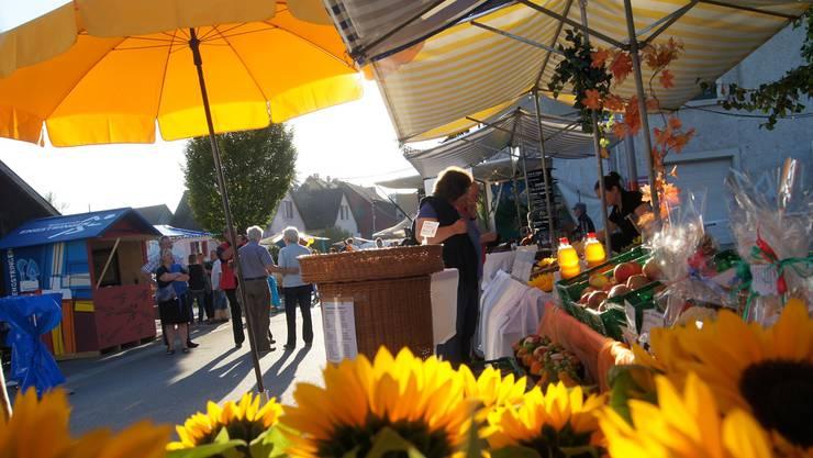 Unterengstringen feiert sein Bevölkerungswachstum: Abends gabs Konzerte, am Nachmittag traf man sich auf dem Markt.