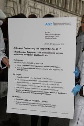 Der Antrag wurde einer Assistentin des Gesundheitsdirektors Thomas Heiniger übergeben.