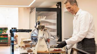 Bernhard Studer hat gestern Donnerstag seinen Lebensmittelladen Pur am Ritterquai eröffnet.