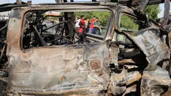 Autowrack nach einem Anschlag in Bagdad (Symbolbild)
