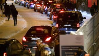 Die Davoser sind wütend wegen des Verkehrs. Limousinen mit WEF-Gästen stauen sich auf der Promenade.