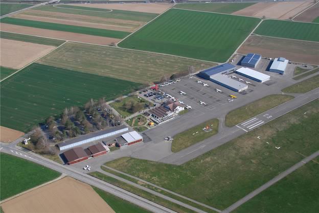 Birrfeld, 9. Juli: «Cockpit»-Wirtin Tamara Richner und -Koch Hans Jaun verlassen den Flugplatz Birrfeld und werden Pächter im «Leue» Scherz. Neue Betriebsleiterin wird Heidi Acklin per 15. Juli.