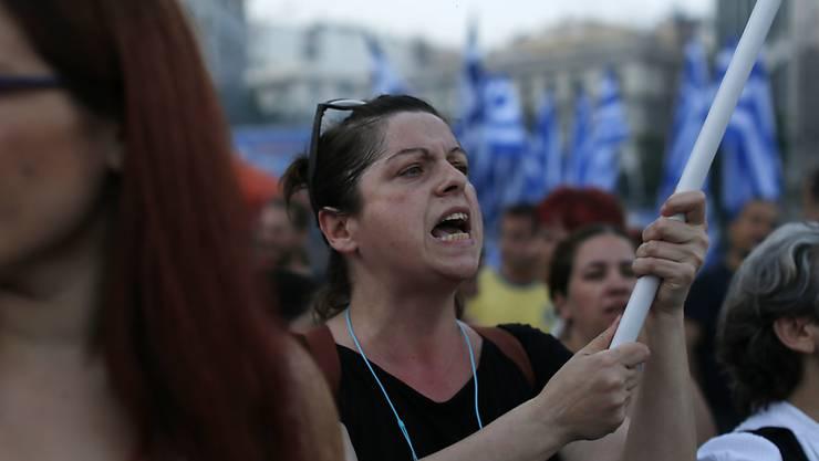 Frauen protestieren in Athen gegen die Sparprogramme