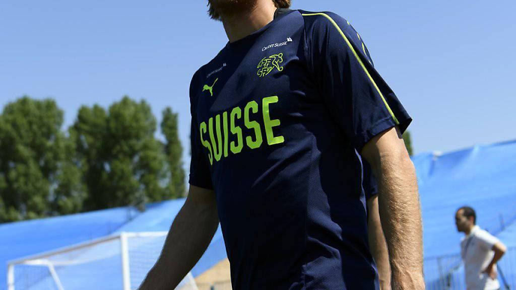 Nationalverteidiger Michael Lang schielt Richtung Bundesliga