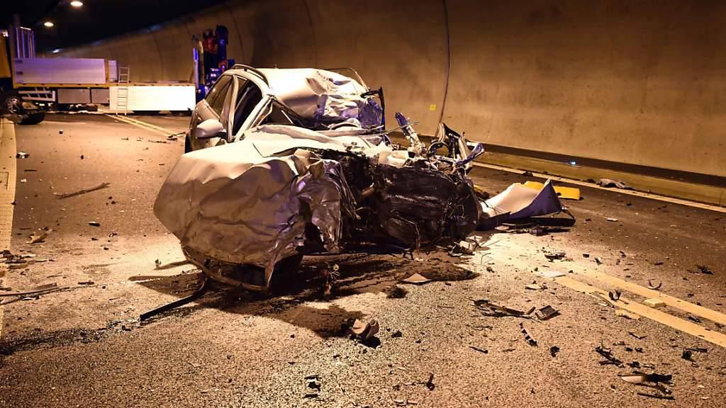 Die Zahl der Verkehrstoten soll in den kommenden zehn Jahren halbiert werden. Dieses ambitionierte Ziel setzt sich der Bund. (Symbolbild)