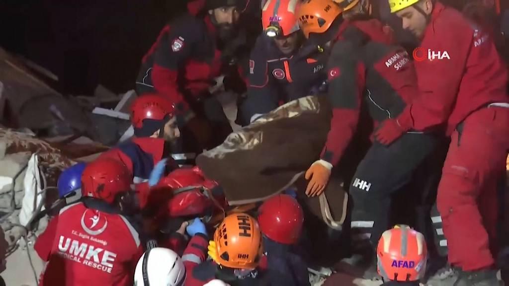 Rettungskräfte bergen 39 Verschüttete