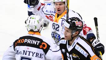 Verwertete Zugs entscheidenden Penalty in Lugano: Jarkko Immonen (im Hintergrund mit der Nummer 62)