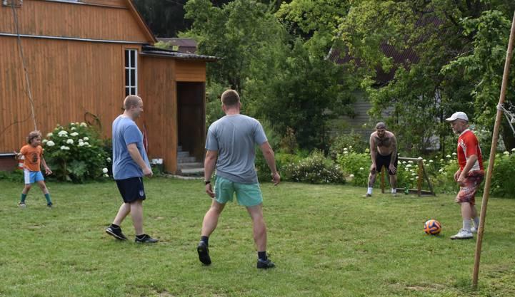 Das russische Fussballspiel im eigenen Garten vor dem WM-Viertelfinal