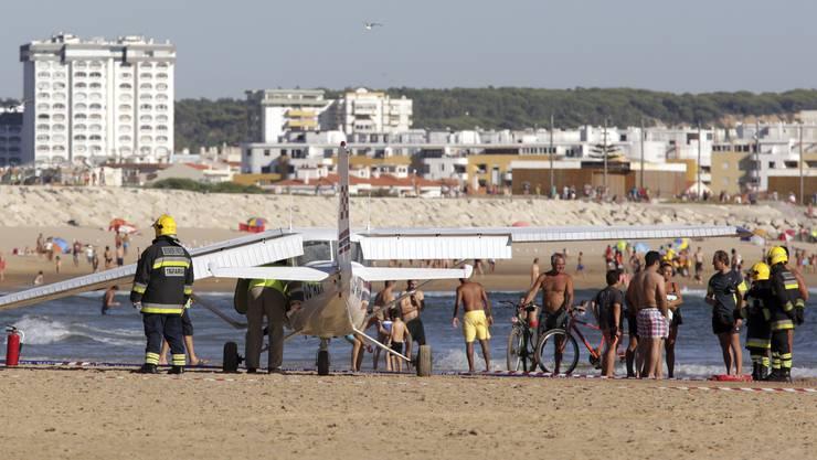 Die Maschine raste mitten in einen belebten Strand bei Lissabon.