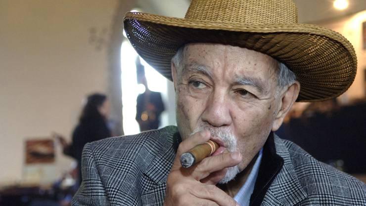 Avo Uvezian, Pianist von Weltruf und Zigarren-Doyen. Das Bild zeigt ihn im Mai 2006 an der Meisterschaft des Zigarrenrauchens auf Schloss Lenzburg.