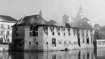 Gleich eine Doppelseite ist dem spektakulären Landhausbrand vom 5.April 1955 gewidmet. Das Landhaus war damals auch Feuerwehrmagazin.