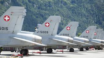 Die F/A-18-Flotte der Schweizer Luftwaffe soll nicht halbiert werden. Der Nationalrat hat einen entsprechenden Antrag der Grünen abgeschmettert. (Symbolbild)