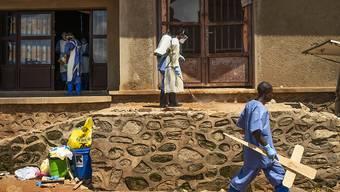 """Auf Empfehlung eines Expertenrates hat die Weltgesundheitsorganisation (WHO) wegen der anhaltenden Ebola-Epidemie im Kongo eine """"gesundheitliche Notlage von internationaler Tragweite"""" ausgerufen."""