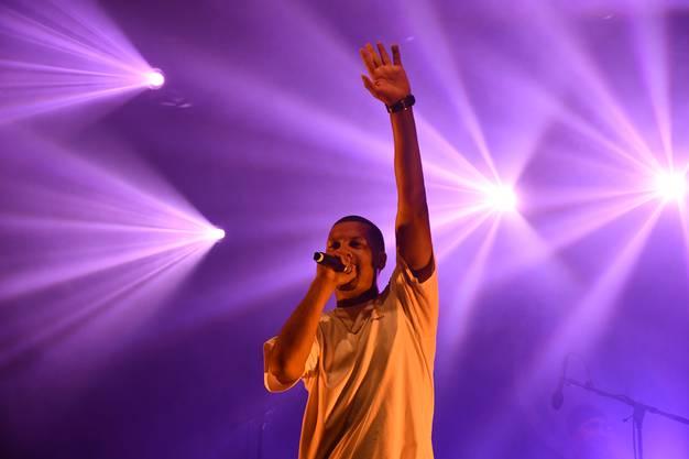 Der Westschweizer Rapper Stress mit Rapper M.A.M und Sängerin Karolyn auf der AKB-Bühne am Brugger Stadtfest 2019.